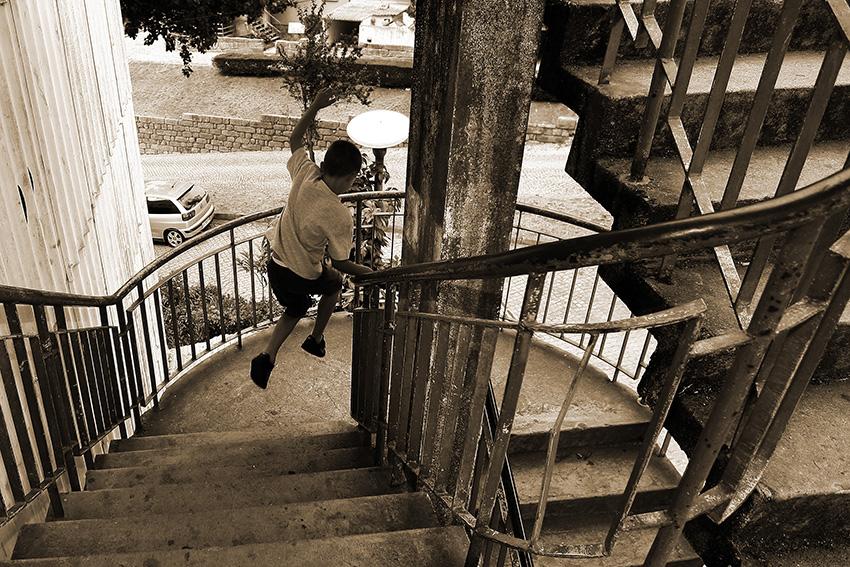 Porto, 10/08/2012. Reportagem sobre a degradação do bairro Rainha D. Leonor. Aspeto exterior de alguns dos blocos do bairro. (Ricardo Junior / Global Imagens )