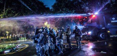 policia-choque-dispersa-manifestantes