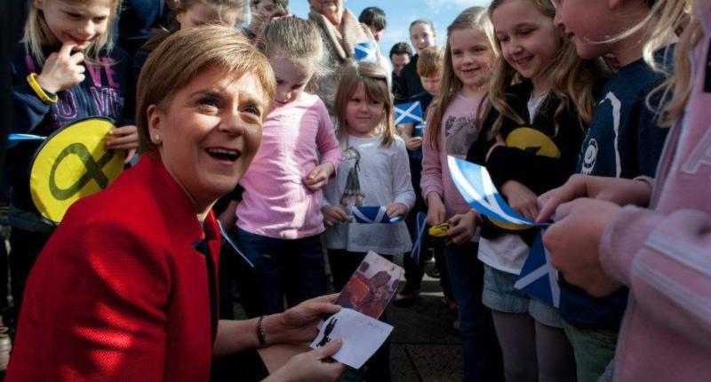 Pós Brexit | Primeira-ministra escocesa Nicola Sturgeon está convencida que a Escócia fica melhor continuando integrada na União Europeia