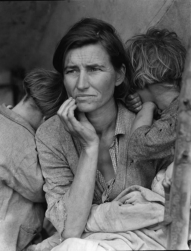 Refugiada, viúva, e seus filhos (NY) em foto da premiada Dorothea Lange