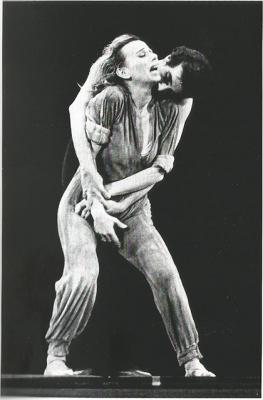"""""""Quebradas do Mundaréu"""". Para driblar a Censura, com este título Márika Gidali e Décio Otero dançaram a peça teatral de Plínio Marcos """"Navalha na Carne"""", então proibida pela ditadura militar. Direção teatral de Ademar Guerra. (1976)"""