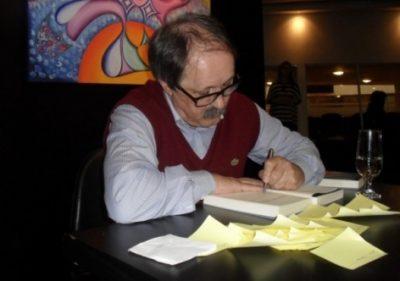 Manfredini no lançamento da obra em Curitiba