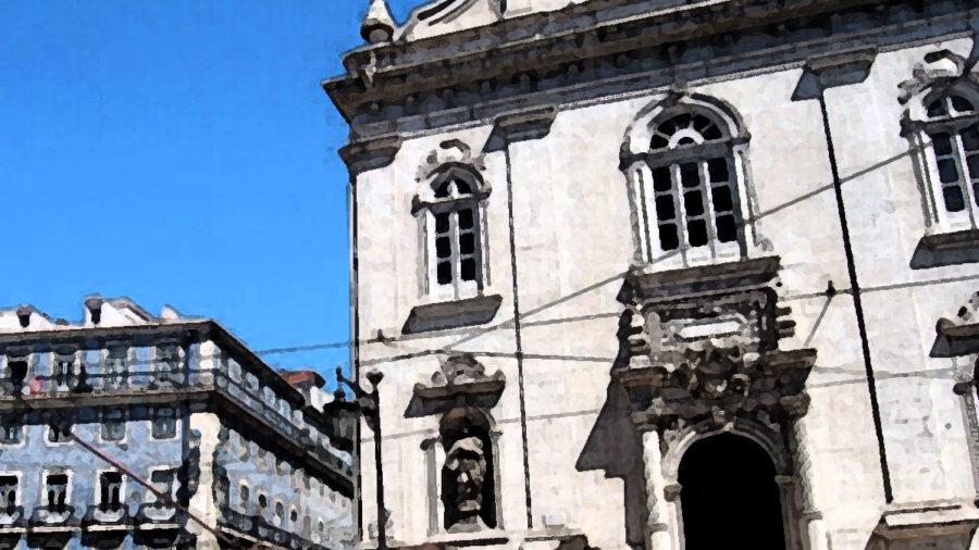 Sentado em um café ao lado da igreja de Madonna di Loretto